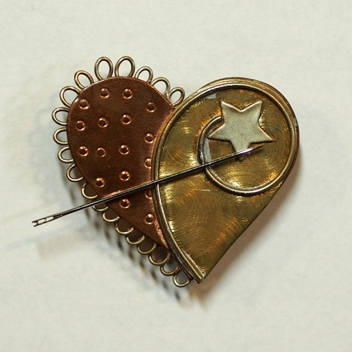 Heart Shaped Magnetic Needle & Scissor Keeper
