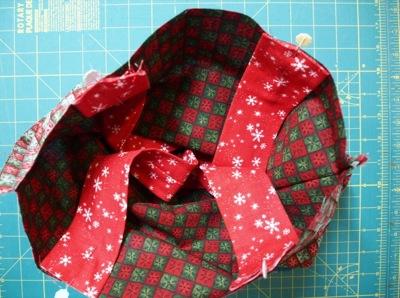 Handles pinned to inner bag